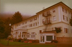 https://frightfind.com/wp-content/uploads/2015/09/haunted-national-hotel.jpg