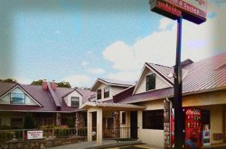 Tennessee Mountain Inn - Econo Lodge Haunted Hotel