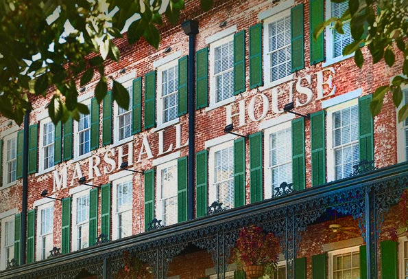 Haunted marshall house in savannah frightfind for Marshall house