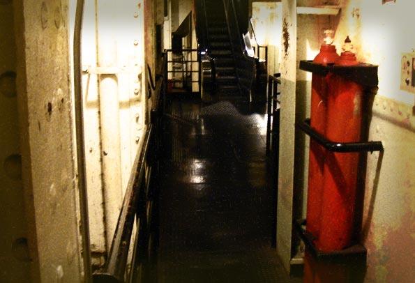 queen-mary-spooky-corridor.jpg