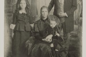 Into the Black Pomona Haunted House Family Portrait Ghosts