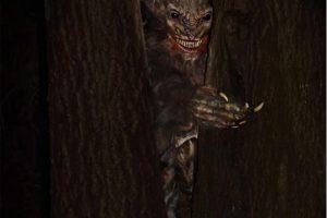 lake-joy-trails-of-terror-haunted-house-vampires